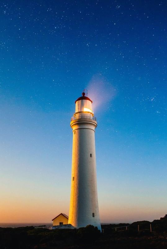 Leuchtturm und Kriegsschiff - Erika Schedler, MSc Erika